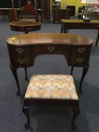 Henredon Kidney Shaped Desk Queen Anne Style Writing Table