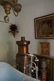 orientalisches badezimmer mit antikem bild kaufen