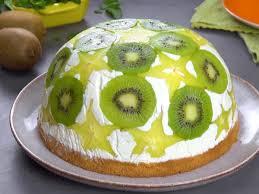 dessert kuchen in einem köstliche kuppel aus sternfrucht