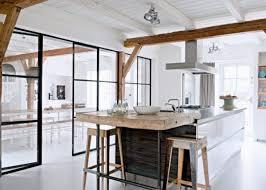 offene küche abtrennen schwarzstahl glas schwenktür