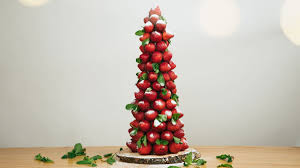 Celebrate The Holidays With This Beautiful And Edible Christmas Tree