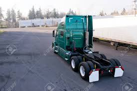 100 Truck Tractor Modern Big Rig Green Semi With Dual Axles And Fifth