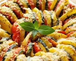 comment cuisiner les courgettes au four recette courgettes pommes de terre et tomates au four facile