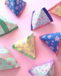 Cool Things To Make With Leftover Wrapping Paper Pyramid Pouches Easy Crafts Fun Recipes For Summer
