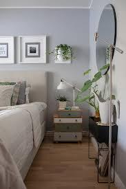 schlafzimmer in grau weiß und grün im bild kaufen