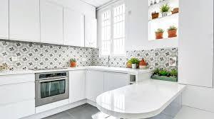 credence cuisine noir et blanc crédence cuisine laquelle choisir relooking carrelage côté