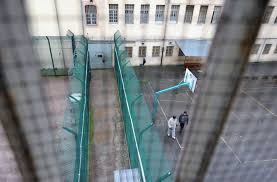 le preneur d otage de la prison s est rendu libération