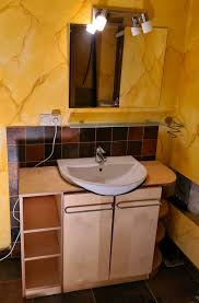 badezimmer waschbecken mit unterschrank ablage spiegel le
