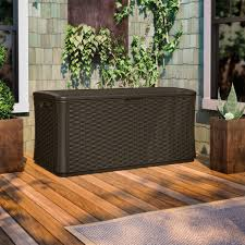 amazon com suncast bmdb134004 wicker resin deck box 134 gallon