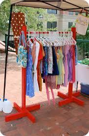 Ideas Para Mejorar La Organizacion En Los Armarios Clothing RacksDiy ClothingBooth IdeasDisplay IdeasCraft Fair