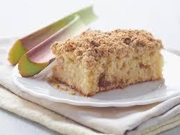 rhabarberkuchen mit streusel aus hefeteig