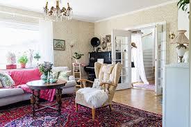alte möbel und perserteppich im bild kaufen 12611591