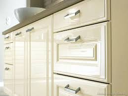 Thermofoil Cabinet Doors Online by Peeling Thermofoil Cabinets Off White Cabinet Doors 10183