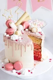 drip cake geburtstagstorte mit himbeeren kokos