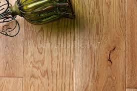 Lacquered Oak Solid Wood Flooring