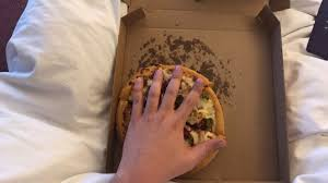 The Size Of This £10 ($13) Pizza Hut Pizza Here In Scotland ...