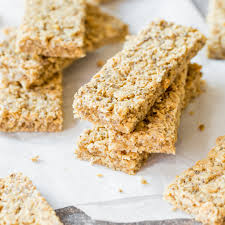 snack für zwischendurch chia erdnussbutter müsliriegel