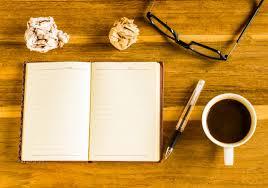 telecharger un bloc note pour le bureau table en bois de bureau bloc notes loupe lunettes stylo et