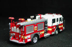 100 Code 3 Fire Trucks FDNY Engine 4 Seagrave Collectables 164 Scale Favorite