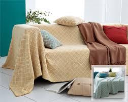 plaid sur canapé jeté imprimé effet tissé becquet