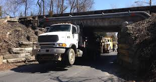 100 Stuck Truck Truck Closes Telegraph Road In Stanton