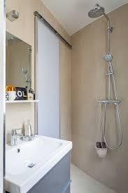 kleines badezimmer mit schiebetür und bild kaufen