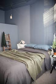 doppelbett im schlafzimmer mit grauer bild kaufen