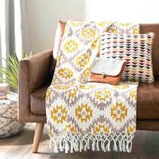 jetee de canapé jete de lit jaune canape pas cher 17 meilleures id 233 es 224