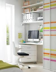 arbeitszimmer schreibtisch versteckt hinter gleittüren