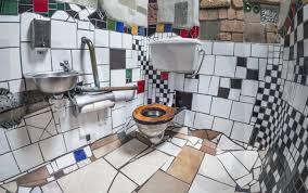 stockfoto damentoilette mit keramikfliesen in der öffen