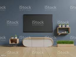 tv auf die blaue wand in moderne wohnzimmer stockfoto und mehr bilder architektur