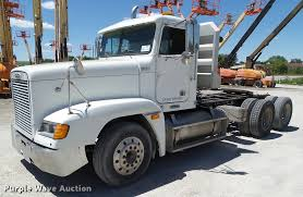 2001 Freightliner FLD120 Semi Truck | Item L5599 | SOLD! Jun... Freightliner Trucks In Iowa For Sale Used On Buyllsearch 1986 Semi Truck Item Bz9906 Sold November 48 Flatbed Trailers For Irving Denton Txporter Truck Truck Trailer Transport Express Freight Logistic Diesel Mack Ari Legacy Sleepers 2001 Sterling At9500 Sale Sold At Auction July 21 Dons Auto Hauling Corngrain Bins Farm Proud To Be A Farmer Minnesota Railroad Aspen Equipment Jordan Sales Inc 2007 Columbia Cl120st E4650 Show Historical Old Vintage Trucks Youtube