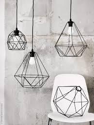 De nya lampskärmarna BRUNSTA tecknar spännande geometriska former
