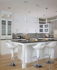 cuisine et blanche cuisine contemporaine blanche les armoires de cuisine et l îlot