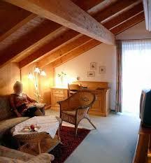 das 15 m große wohnzimmer der ferienwohnung hotel rupertus