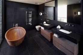 moderne badezimmer mit schwarzen wänden schwarze fliesen im