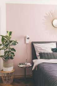 schlafzimmer mit boxspringbett und rosa wand schlafzimmer