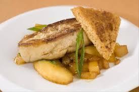 cuisiner un foie gras cru recette de foie gras poêlé aux pommes et coings facile et rapide