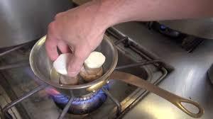 comment cuisiner les cepes frais cèpes rôtis entier à la poêle recette culte