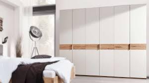 interliving schlafzimmer serie 1002 kleiderschrank sandfarbener lack balkeneiche sechs türen