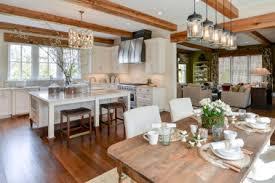 Elegant Old American Farmhouse Styl
