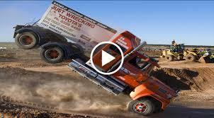 Semi Truck: Semi Truck Jump