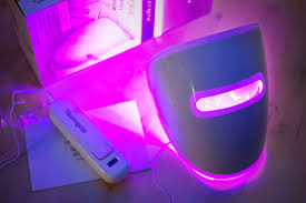 Neutrogena Visibly Clear Light Therapy Acne Mask MANFACE