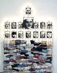 christian boltanski la chambre ovale photography installation of found photos and found objects by