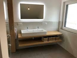 waschtisch eiche massiv holz baumkante fensterbank regal bad wc