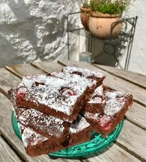 schokoladenkuchen mit himbeeren vom blech sommer trifft