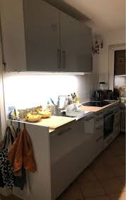 ikea küche 3 jahre alt hellgrau glänzend mit elektrogeräten