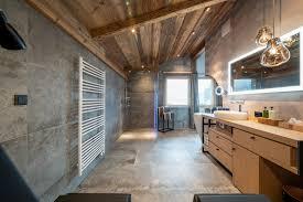 natur luxus badezimmer im baumhaus mit begehbarer panorama