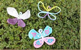 Use Fuzzy Sticks And Tissue Paper To Create Bendable Butterfly Crafts