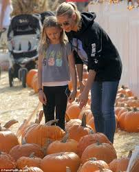 Pumpkin Patch Savannah Ga 2015 by Heidi Klum And Daughter Leni 11 Concentrate On Picking The